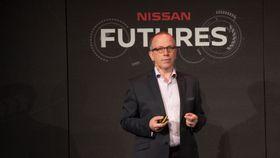 Paul Willcox i Nissan Europe tror bilprodusentene må endre seg eller gå under.