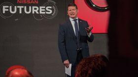 Steve Holliday i Nation Grid ser for seg at elbileiere kommer til å selge strøm i nær fremtid.