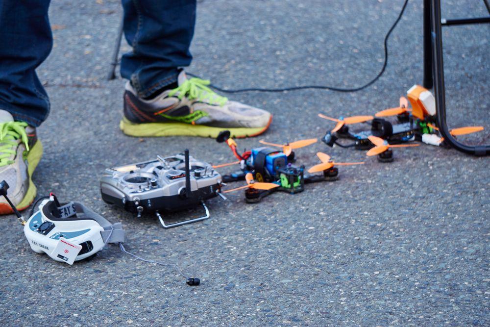 Noen racingdroner var veldig små.