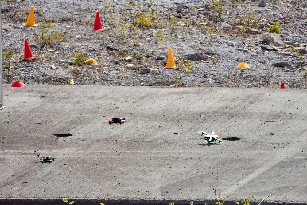 Take-off for tre droner.