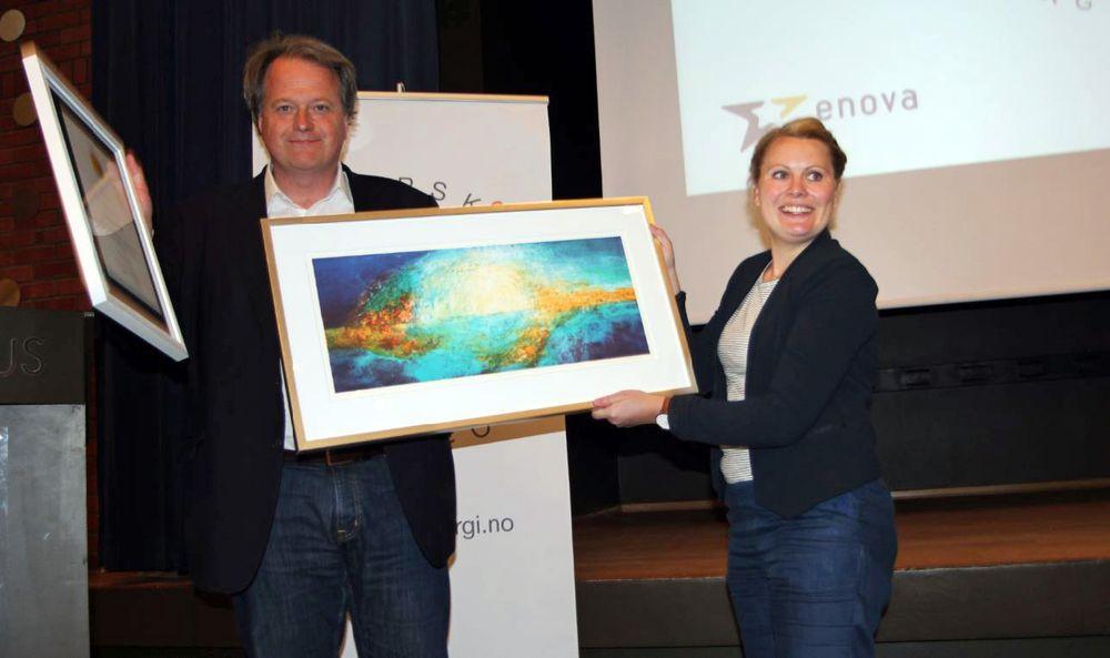 Administrerende direktør og ansvarlig redaktør Jan M. Moberg tok imot utnevnelsen Årets solstråle 2016 på Solenergidagen på Ingeniørenes hus i Oslo.