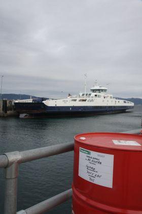 MF Korsfjord er en av et 20-talls ferger som nå bunkrer LNG fra tankbiler, men i framtida kan få det fra bunkringsskip.
