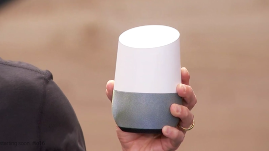 Apples smarthøyttaler må også hamle opp med Googles nylig lanserte Google Home, her avbildet under I/O-konferansen.