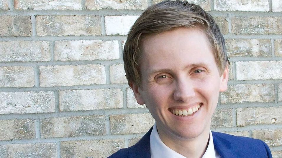 Statssekretær Reynir Jóhannesson fra Fremskrittspartiet er positiv på vegne av muligheten for den norske datasenternæringen. Men først må hindringene ryddes av veien.