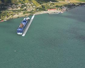 Busser til å transportere turister til nærliggende attraksjon, deriblant Trollstigen, kan kjøre ut på kaia. En dreieskive i enden gjør at bussene slipper å rygge. Ett skip kan legge til på hver side og får levert landstrøm opp til 20 MW hver.