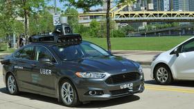Uber utvikler egne selvkjørende biler. Denne er basert på Ford Fusion (Mondeo).