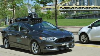 Uber utvikler egne selvkjørende biler. Denne er basert på Ford Mondeo.