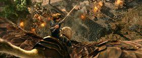 Filmen skildrer kampen mellom orker og mennesker i eventyrlandet Azeroth.