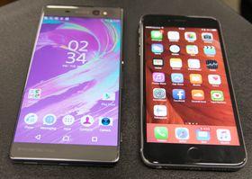 Xperia XA Ultra (til venstre) har også en «vegg-til-vegg» skjerm, men toppen og bunnen er ganske store. iPhone 6S Plus er derimot ikke en vinner på utnyttelse av frontarealet.
