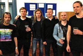 Fra venstre: The Last Ninja 1-komponist Ben Daglish, keyboardist Kjetil Nossum, gitarist Jarle H. Olsen, The Last Ninja 2-komponist Matt Gray, bassist Tore Christer Storlid og trommeslager Bjarte K. Helland.