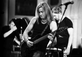 Jarle H. Olsen er drivkraften bak prosjektet. Her opptrer han på Back in Time-festivalen i 2015 med bandet.