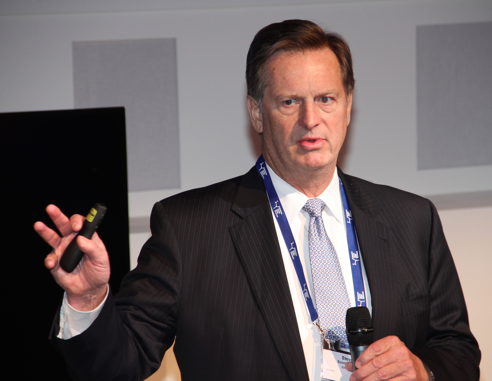 Steve Sonneberg, Executive vice president,dokumenterte dårlig prosjektgjennomføring i oljebransjen på konferansen Emerson Exchange 2016.