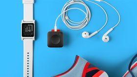 Pebble Core pares sømløst med Pebble-smartklokkene, som brukes til å kontrollere enheten.