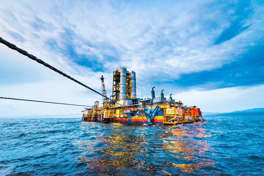 På grensen mellom Rwanda og Kongo har selskapet KivuWatt satt opp et kraftverk som henter metangass ut av Kivu-sjøen.