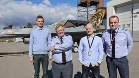 Forsvarsmateriells F-16-menn på Kjeller: Andreas Glomnes (f.v), Jørn Hoelsæther, Vidar Gruehagen og Per Inge Rønsberg.