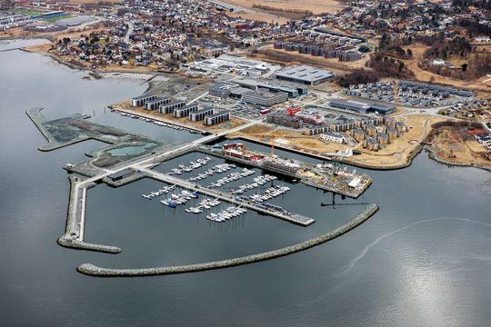 I dag: Dette flyfotoet viser Grilstad Marina i april i år.