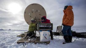 Testing av satellittkommunikasjon på 82 grader nord.