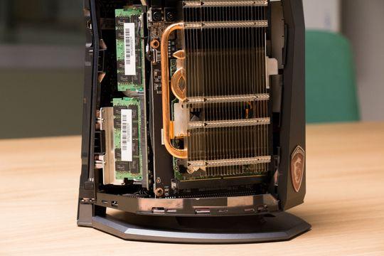 Både minnebrikker og de PCIe-baserte flashbrikkene er lette å bytte.