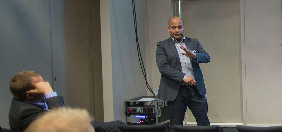 Nettverkssjef Anurag Shukla i Broadnet er ikke enig med Telenor om at det ikke er mulig å bygge ut kobbernettet med utskutte mikronoder og samtidig gjøre det mulig å tilby ADSL og VDSL for andre operatører.