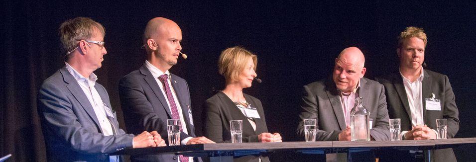 Under Tek-konferansen var mobildekning satt under debatt. Fra venstre dekningsdirektør Bjørn Amundsen i Telenor, frekvensdirektør John-Eivind Velure i Nasjonal kommunikasjonsmyndighet, Forbrukerombud Gry Nergård, dekningssjef Tommy S. Johansen i Telia og Ice-sjef Eivind Helgaker.