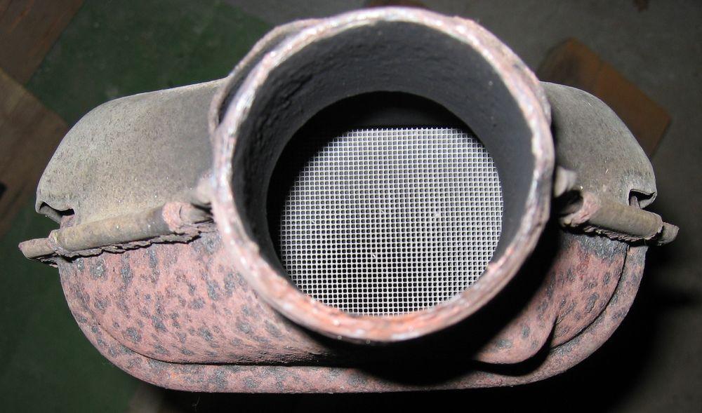 En katalysator trenger platina, rhodium og palladium for å kunne rense avgassene fra en forbrenningsmotor.