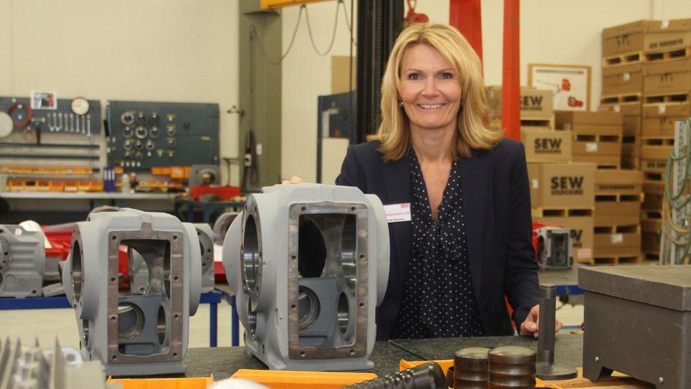 Heidi Svensen, administrerende hos Sew Eurodrive i Moss kan markere jubileum.