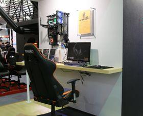 Hvorfor ikke ha PC-en på veggen? Med Dream Box er det tydeligvis ikke noe problem.