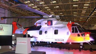 Her er Norges nye redningshelikopter i 330-skvadronens farger