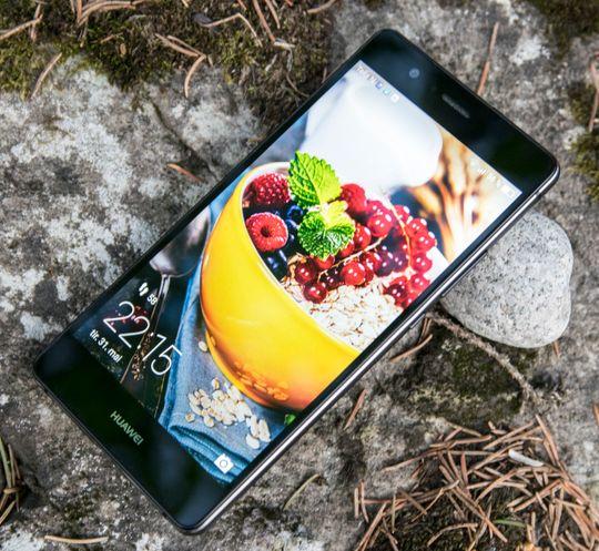 Det er masse lys i skjermen, slik at mobilen er utmerket til utendørs bruk.