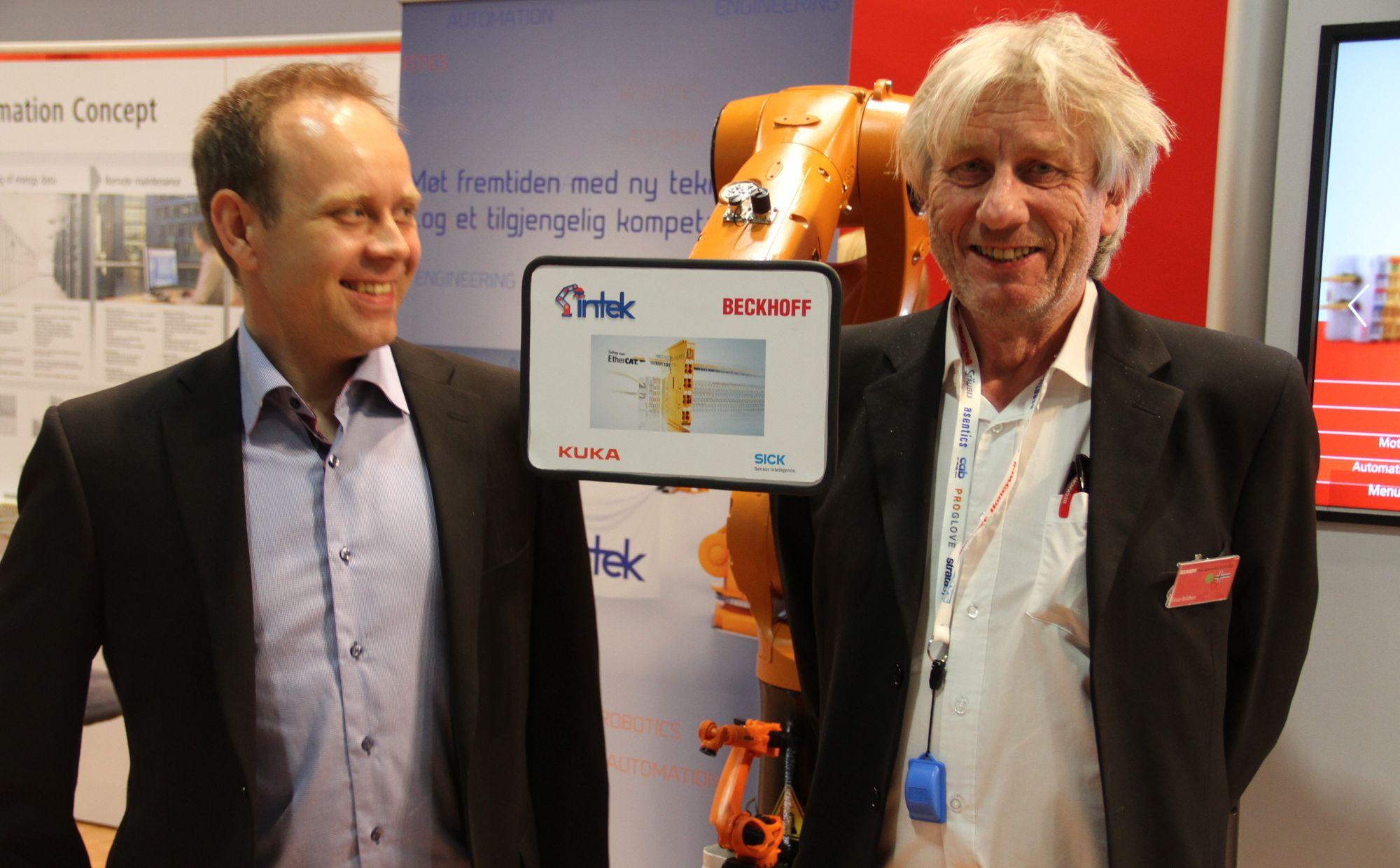 Sølvar Flatmo fra Intek og Einar Bråthen fra Beckhoff med et felles robotprosjekt vist på Eliaden.