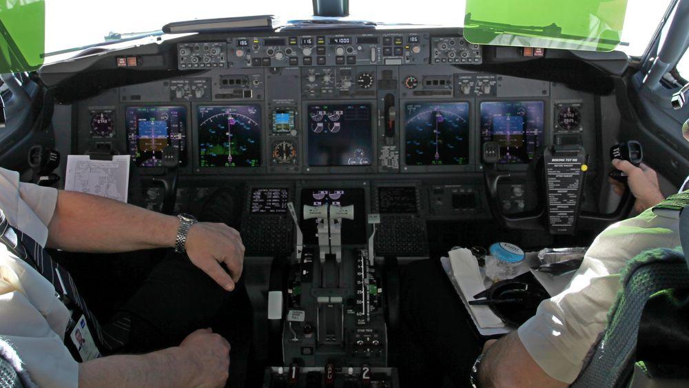 Inne i cockpiten på et av SAS' Boeing 737-700 (ikke flyet som var involvert i hendelsen på Gardermoen 25. mars 2015).