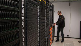 Bli med inn i datasenteret der det kjæreste til 500 norske selskaper ligger