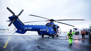 Satt 8 redningshelikoptre på bakken etter flyforbudet. Nå bygger de om Sikorsky-maskiner for å fylle rollen