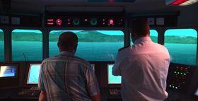 Et containerskip på 150 meter trenger mer tid på å få framdrift på riktig kurs før entring av skipstunnelen. Det betyr noen mindre justeringer på tegninger og planer.