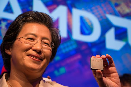 AMD-sjefen sjøl, Lisa Su, viser frem «Zen» under Computex-pressekonferansen. Dette er prosessorarkitekturen som kan bli selskapets store comeback innenfor entusiastsegmentet.