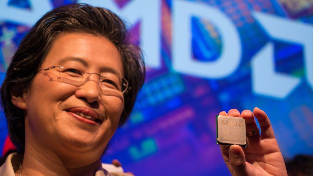 AMD-sjef Lisa Su viser stolt frem «Zen» under selskapets pressekonferanse på Computex. Prosessorarkitekturen kan bli selskapets store comeback innenfor entusiastsegmentet, som lenge har vært dominert av Intel.