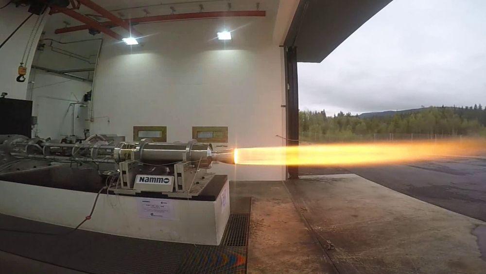 Testfyring av den første produksjonsklare hybridrakettmotoren 19. mai.