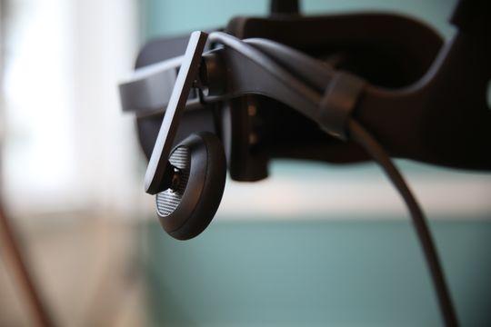 Med Rift får du hodetelefoner bygget inn. Lyden er helt ålreit, og fungerer godt til VR-opplevelser.