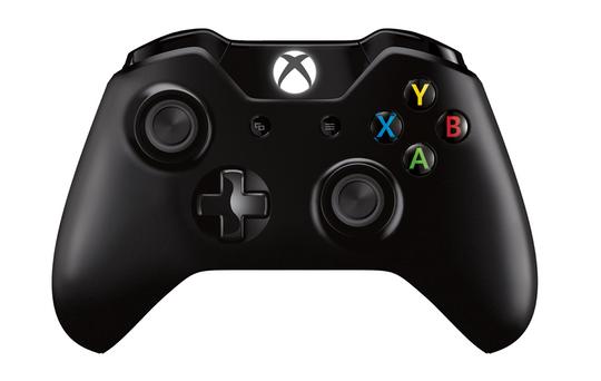 Microsofts vanlige Xbox One-kontroller følger med. Konkurrenten kommer med skikkelige håndkontrollere som er synlige inni VR-opplevelsen.