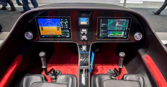 Enkelt og minimalistisk: Med etthåndtakskontroll og en svært oversiktlig cockpit blir twin-maskinen Efan 2.0 svært enkel å fly.