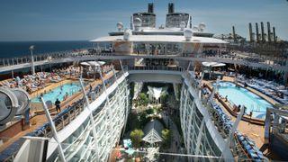 Verdens største cruiseskip er klart for sitt første cruise