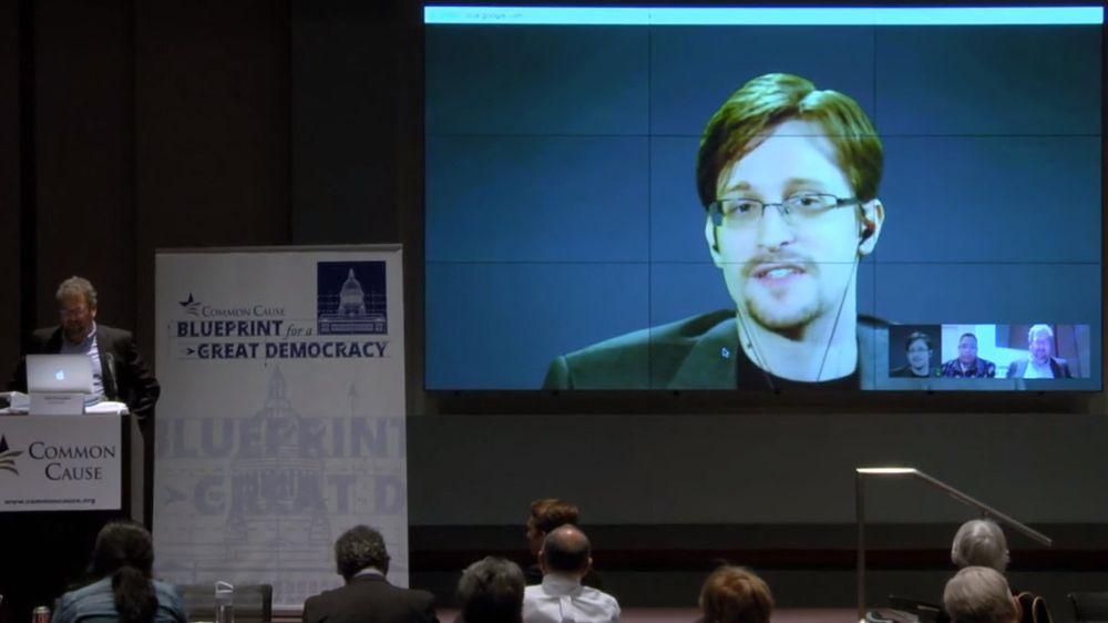 Snowden hevder at FBI ikke trenger hjelp fra Apple