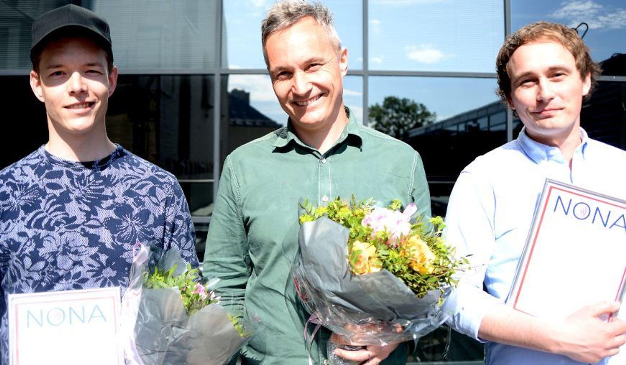 TU vant to av tre priser for god nettjournalistikk: Fra venstre: Einar Otto Stangvik, VG, TU-redaktør Svein-Erik Hole og utvikler Ruben Solvang, Teknisk Ukeblad.