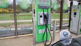 Hurtiglading på øvrige biler skjer i dag stort sett på inntil 50 kilowatt.