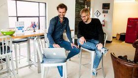 Fredrik Thomassen og Sondre Rasch er grunnleggerne bak Konsus, en norsk oppstart for freelance-tjenester. For tiden holder de til i San Francisco. Foto: Erlend Tangeraas Lygre.