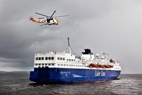 Et av 330-skvadronens Sea King-helikopter på øvelse i Oslofjorden.