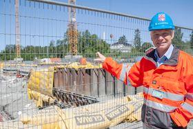 prosjektleder Erik Antonsen i Statsbygg forteller at cirka ti prosent av byggeprosjektet er gjennomført.