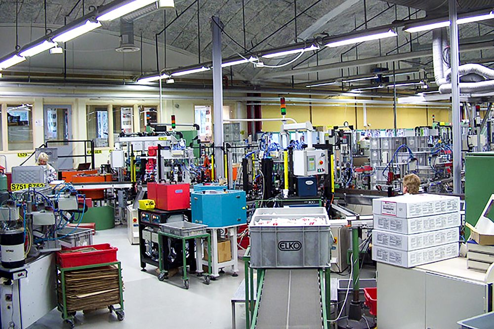 Automatisert: Elkofabrikken på Åmot er så automatisert at den konkurrerer godt. Til høsten loves det endringer som skal gjøre produktene mer spennende. Det skulle vel ikke være IoT?