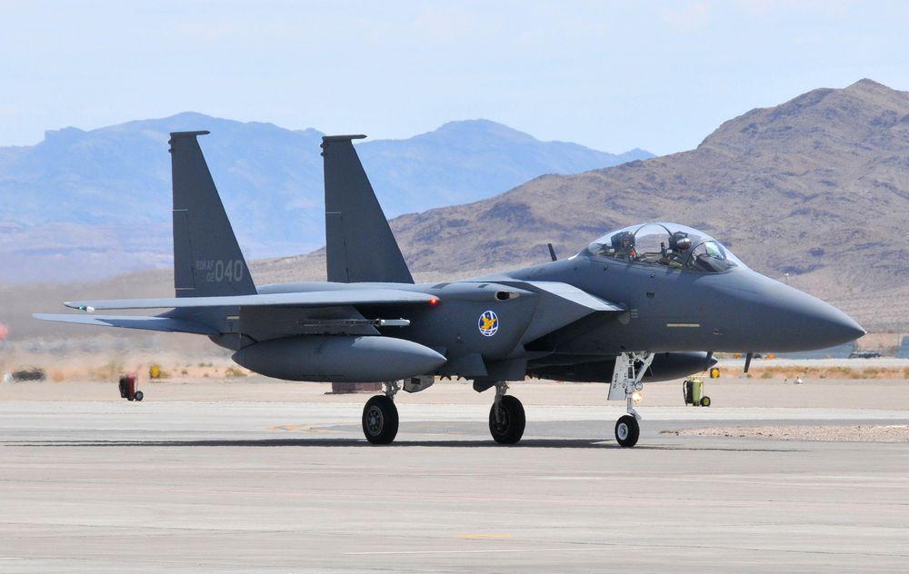 Sørkoreansk F-15K Slam Eagle jagerfly lander ved Nellis AFB i Nevada i 2008.