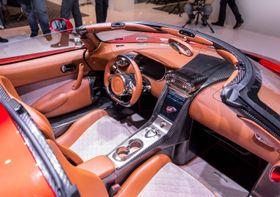 Både interiøret og eksteriøret vekker oppsikt – her under bilutstillingen Geneva Motor Show. Mange stiller med konseptbiler som aldri vil bli produsert på slike messer. Dette er ekte vare.